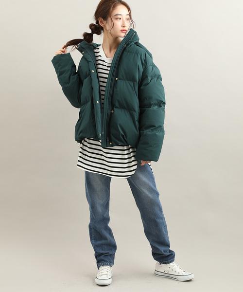 ハンガリーダウン×パンツの服装