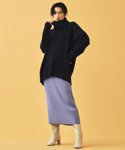 黒ニット×紫リブタイトスカートの秋コーデ