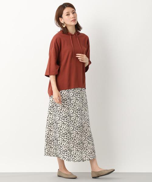 半端袖パーカー×レオパード柄スカート