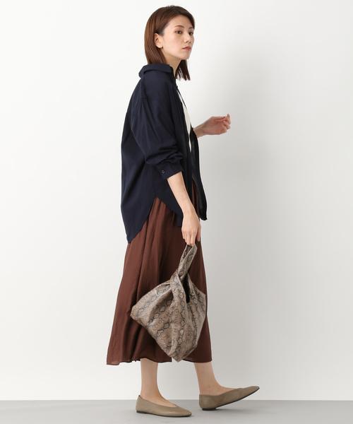 ブラウンのミディスカート