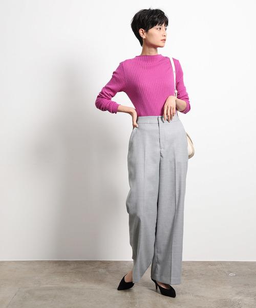 ピンクニット×パンツの忘年会ファッション