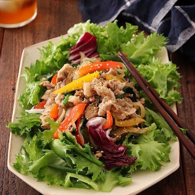 夕食にぴったり!たっぷり野菜のプルコギサラダ