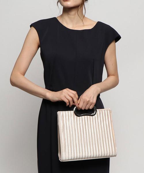 華やぎのある細プリーツデザインハンドバッグ