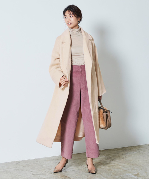 ニット×ピンクパンツの忘年会ファッション
