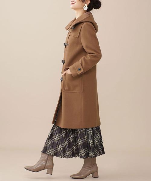 ダッフルコート×スカートの服装