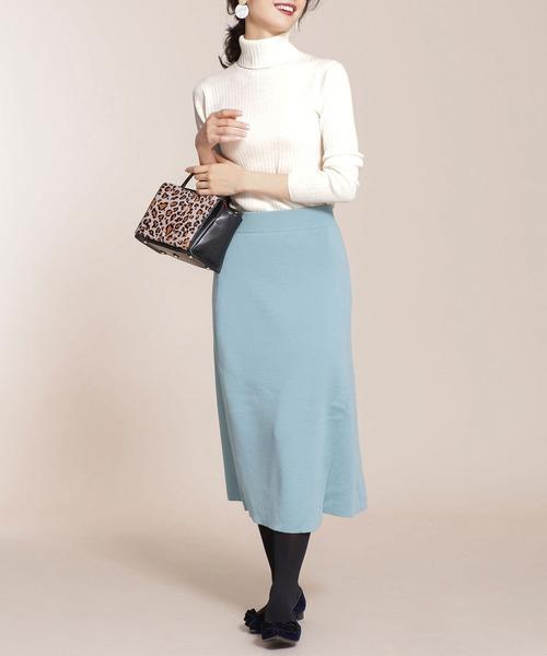 ニット×ブルースカートの忘年会ファッション