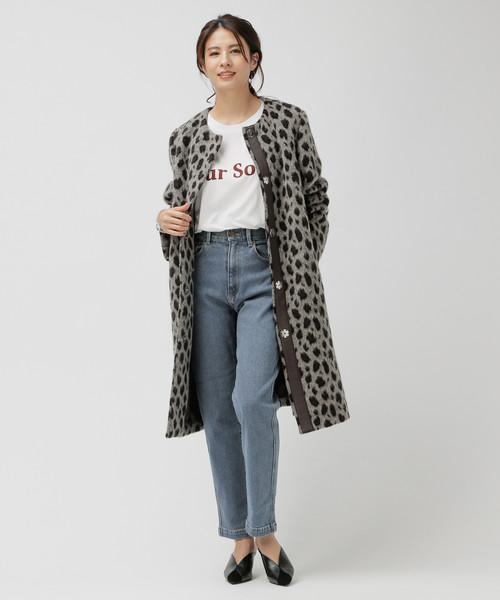レオパードコート×デニムパンツファッション