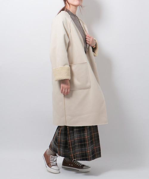 リバーシブルコート×スカートの服装