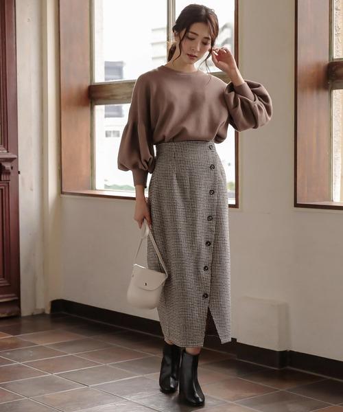 ボリューム袖ニット×チェックタイトスカート