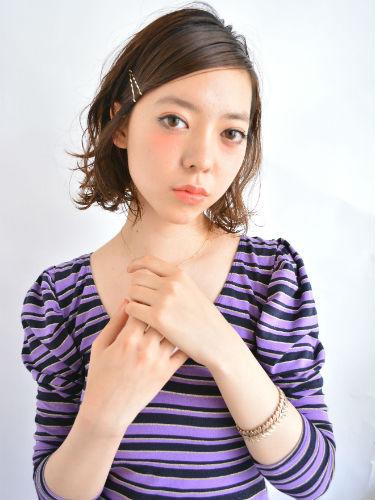 ヘアピンアレンジ前髪×パーマボブスタイル