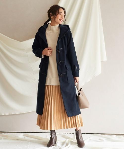 リブニットプルオーバー×スカートの服装