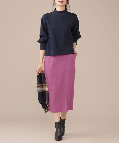 パープルのタイトスカート