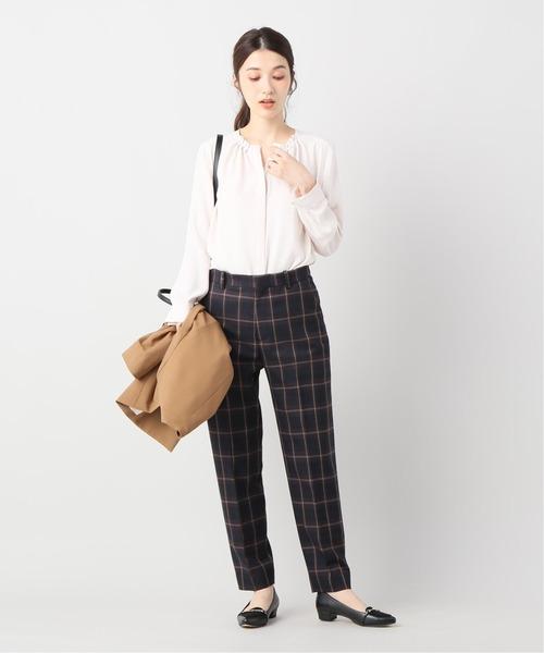 シャツ×チェックパンツの忘年会ファッション