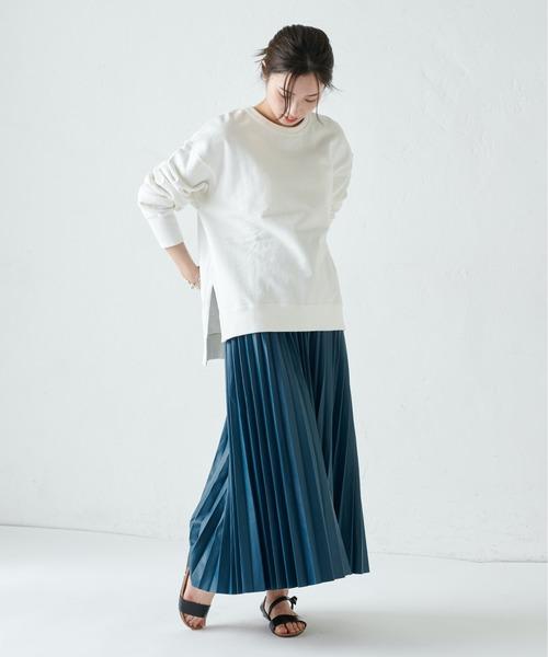 マキシプリーツスカートの服装