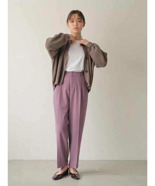 カーディガン×紫テーパードパンツの秋コーデ