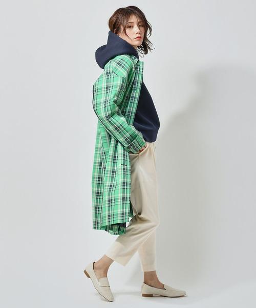 パーカー×パンツの服装