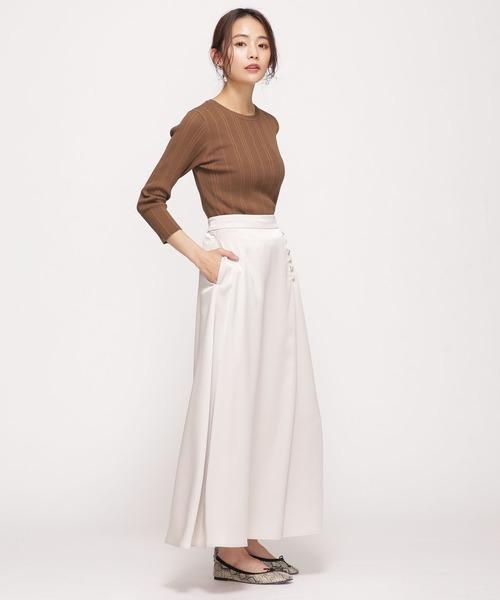 クルーネックニット×ボタンロングスカート