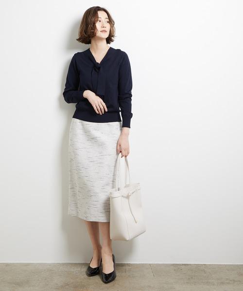 白のタイトスカート