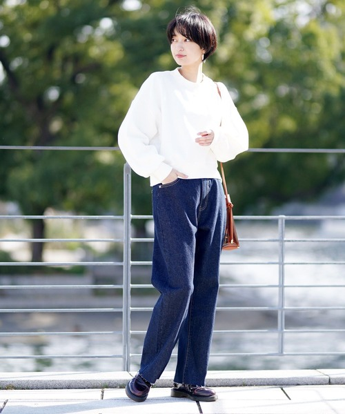 バルーン袖トレーナーの服装