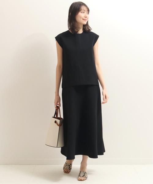 ミラノリブスカートで全身黒の夏コーデ