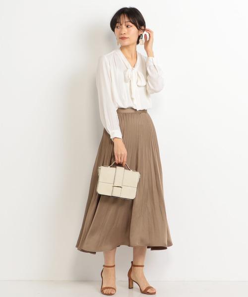 きれいめな茶色スカートの春コーデ
