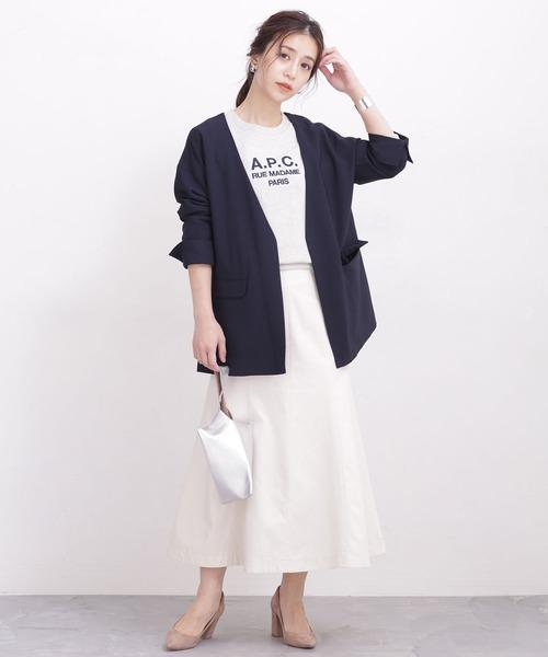 ロゴTシャツ×フレアロングスカート