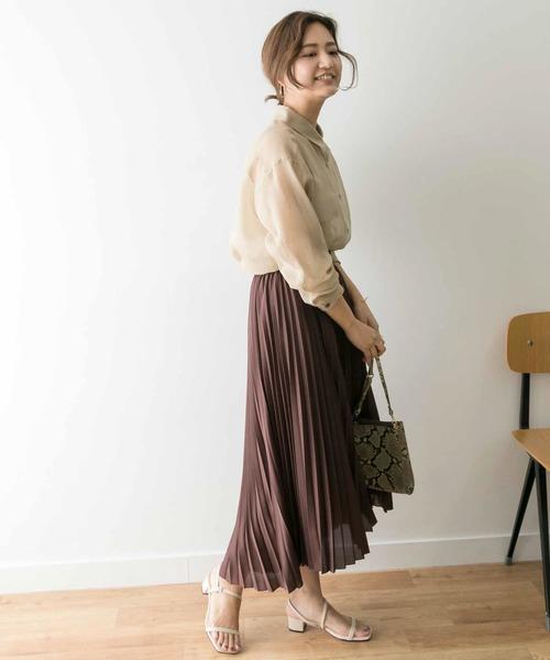 シルエットの綺麗なスカートコーデ
