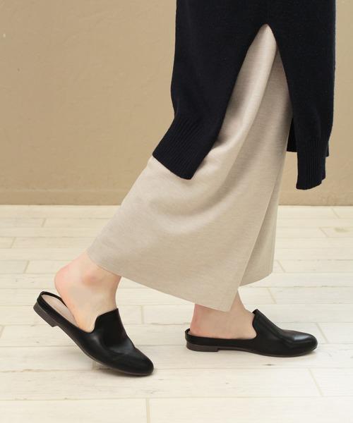 [SOROTTO] 履きやすいフラットソールの甲深サンダル