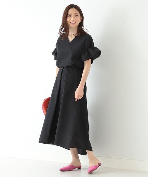 リネン混サッカースカートで全身黒の夏コーデ