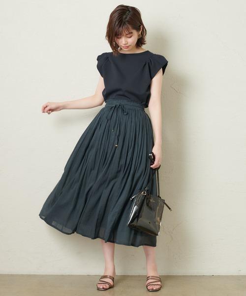 綿ボイルギャザースカートで全身黒の夏コーデ