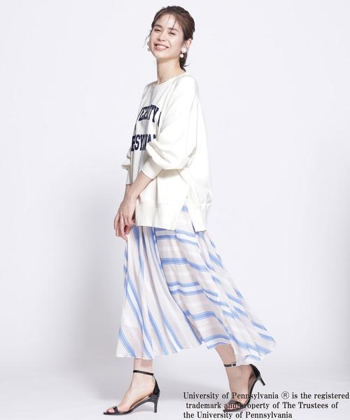 デザインスカートの服装