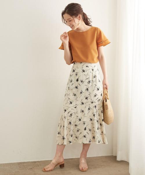 袖フレアブラウス×花柄スカート