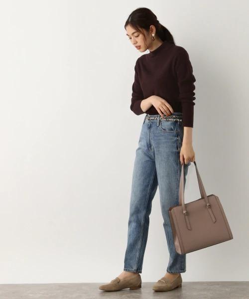 A4バッグ×パンツの服装