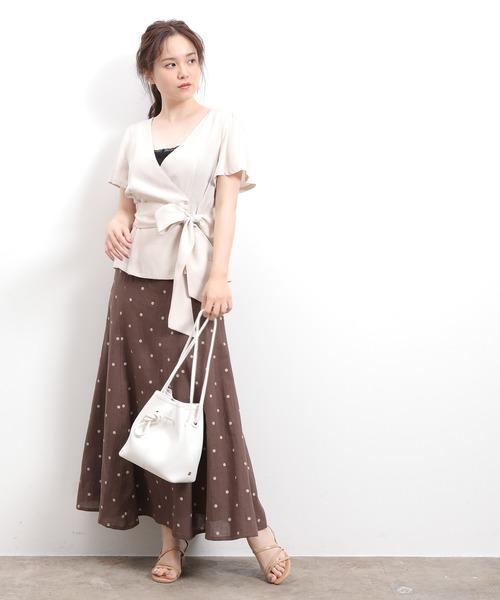 フレアブラウス×ドット柄スカート