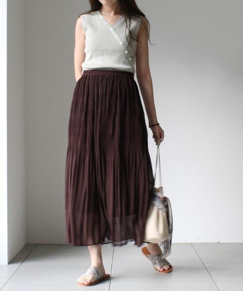 シンプルな茶色プリーツスカートコーデ