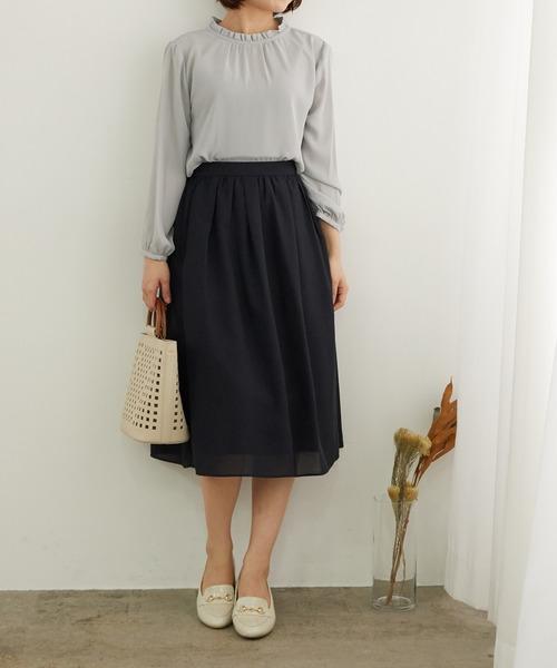 上品ブラウス×スカートの服装