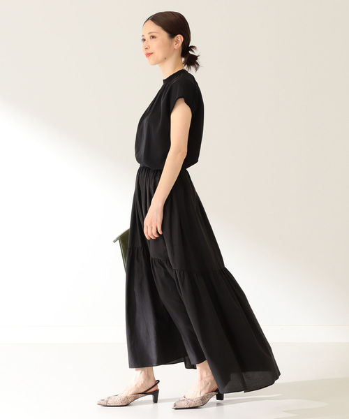 コットンシルクスカートで全身黒の夏コーデ