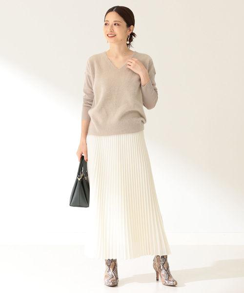 ニット×白スカートの忘年会ファッション