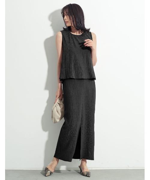 ストレッチタイトスカートで全身黒の夏コーデ