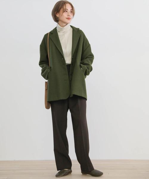 テーラードジャケット×パンツの服装