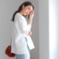 秋の白トレーナーコーデ【2020】おしゃれの幅が広がる大人女性の着こなしを紹介!