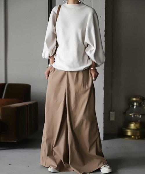 [antiqua] ワイドパンツ たっぷりワイドで、穿くだけで理想の形が完成するシルエット。