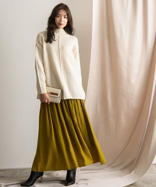 デザインニット×スカートの服装