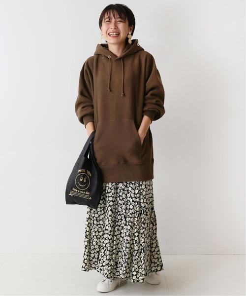 ロング丈ビッグパーカー×花柄マキシスカート