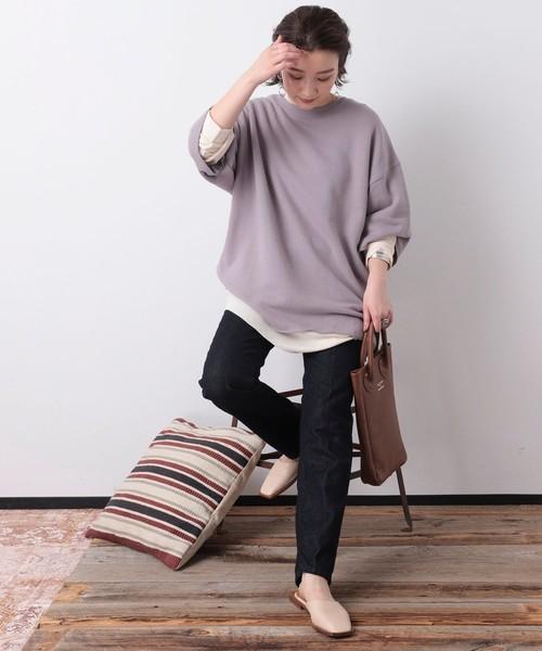 紫スウェット×黒スキニーパンツの秋コーデ