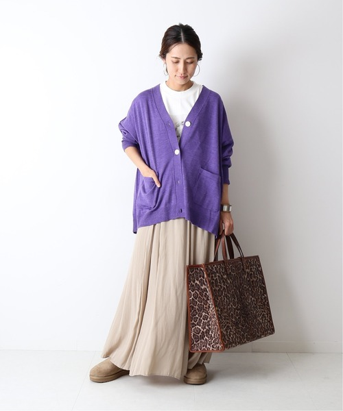 紫カーディガン×ベージュスカートの秋コーデ