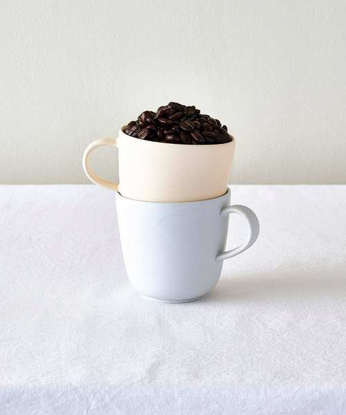 日常に溶け込むシンプルマグカップ