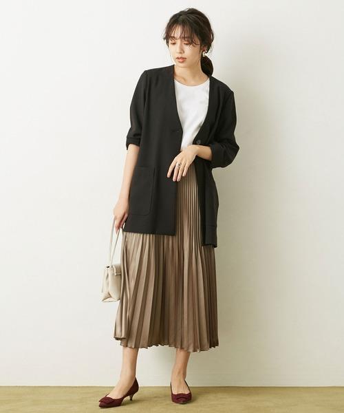 Vネックジャケット×プリーツロングスカート