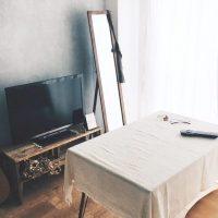 鏡は空間を広げて見せる。様々な場所で使われる「鏡のあるお部屋」の事例
