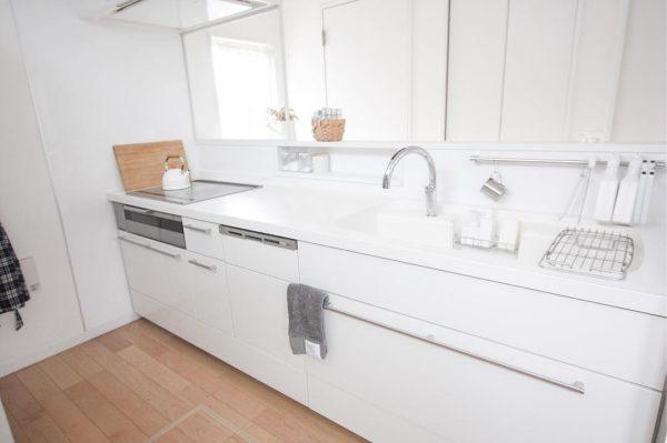 ハンガーバー&ニッチ収納が家事を効率化